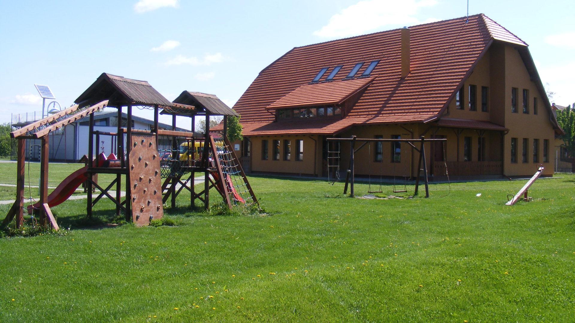 """Școala Gimnazială """"Adorjáni Károly"""" – Adorjáni Károly Általános Iskola"""